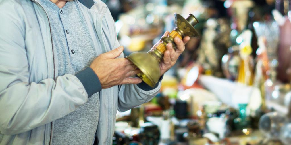 市場での骨董品の取引