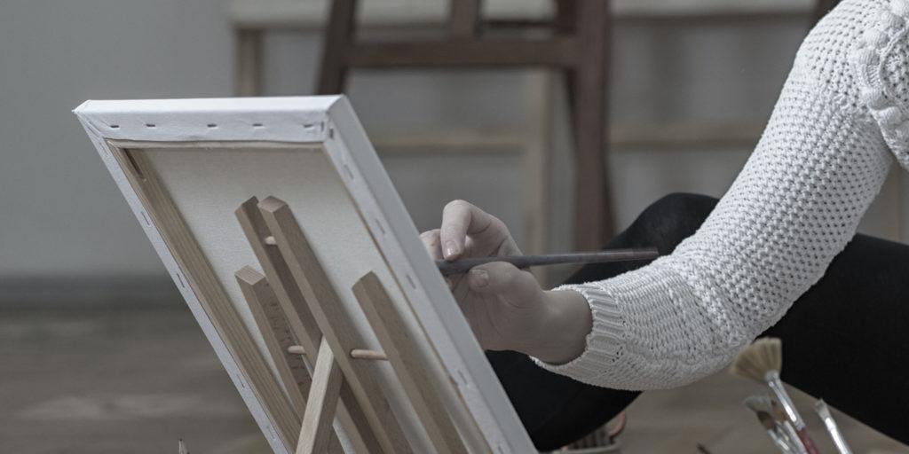 絵画を描く人のイメージ